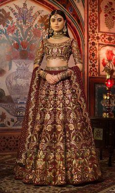 Here are the latest Pakistani bridal lehenga choli designs which includes different styles of choli, mid-length kurti, knee length kurti and long kurti with lehenga. Latest Bridal Dresses, Indian Bridal Outfits, Indian Bridal Lehenga, Indian Bridal Wear, Red Lehenga, Pakistani Wedding Dresses, Indian Dresses, Indian Anarkali, Indian Bridal Fashion