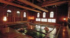 Located along Houshi River, Houshi Onsen Chojukan features a public hot spring bath, Japanese-style accommodations with free Wi-Fi and Japanese cuisine.