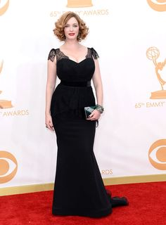 Christina Hendricks en un look de Christian Siriano. Premios Emmy 2013 alfombra roja red carpet Hollywood