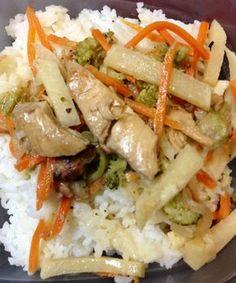 Deliciosa, práctica, nutritiva y muy económica receta de pollo tailandés que les gustará a todos. Pollo Chicken, Thai Recipes, Chicken Recipes, Asian Recipes, Healthy Recipes, Cooking Recipes, Healthy Food, Chow Mein, Oriental Food