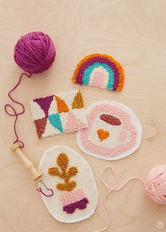 Punch needle patches: Cute, cozy projects for cold nights - Think. Punch needle patches: Cute, cozy projects for cold nights – Think. Scrap Fabric Projects, Fabric Scraps, Embroidery Patterns, Hand Embroidery, Print Patterns, Punch Needle Patterns, Art Diy, Rug Hooking, Crochet