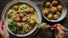 Česneková omáčka na špagety s cuketou a kuličkami z mletého masa Gnocchi, Spaghetti, Chicken, Baking, Health, Ethnic Recipes, Food, Lifestyle, Health Care
