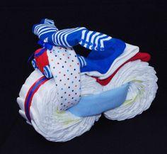 Retrouvez cet article dans ma boutique Etsy https://www.etsy.com/ca-fr/listing/242311644/moto-en-couches-bleu-blanc-rouge-gateau  #motorcyclediapercake #babyshower