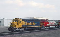 https://flic.kr/p/XN6uQx | Santa Fe Action in Fresno. CA -- 4 Photos | The power consist was ATSF 5334, 889, 834, and 5853 on March 7, 1994. The units were a SD45u, C40-8W, C40-8W, and SD45-2u elephant style.