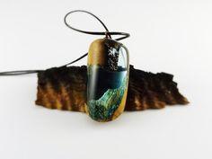 https://www.etsy.com/es/listing/458404034/resina-y-madera-madera-y-resina-olivo?ref=shop_home_active_34 resin jewelry, resin necklace, resin wood, resina y madera, collar de resina y madera, handcrafted, artesano, hecho a mano, resin pendant