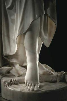 Nymph statue details (1864), İtalian sculpture Giovanni Battista Lombardi