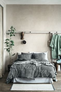 How Japanese Interior Layout Could Boost Your Dwelling Washed Linen Pillowcase - Gray - Home All H&M Us 1 Cozy Bedroom, Home Decor Bedroom, Bedroom Ideas, Bedroom Inspiration, Bedroom Plants, Bedroom Designs, Bedroom Romantic, King Bedroom, Bedroom Furniture