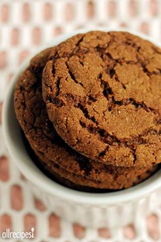 """I made these cookies for a exchange. People wouldn& stop eating them!"" –SKITTEN & ""Like"" if big cookies are the only kind you eat. (Big Soft Ginger Cookies) Source by angelagiri Köstliche Desserts, Delicious Desserts, Dessert Recipes, Big Soft Ginger Cookies Recipe, Recipe Ginger, Ginger Snap Cookies, Ginger Cookie Recipe Without Molasses, Big Cookie Recipe, Ginger Molasses Cookies"