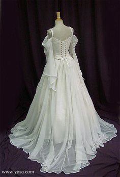 Trendy wedding dresses vintage corset sleeve ideas Source by Dresses corset Renaissance Dresses, Renaissance Fashion, Medieval Dress, Medieval Wedding Dresses, Medieval Fantasy, Vintage Corset, Vintage Dresses, Bridal Gowns, Wedding Gowns