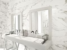Ceramic is one of the best choices for covering walls because it is highly resistant and easy to clean.