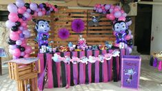 Vampirina decoration 2nd Birthday Party Themes, Birthday Party Decorations, Birthday Celebration, 3rd Birthday, Monster Birthday Cakes, Party Kulissen, Birthday Centerpieces, Little Girl Birthday, Backdrops For Parties