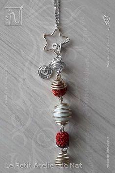 Décoration d'intérieur | Déco de Noël : Guirlande « Magie de Noël » - [V1] - Réalisation [ Fait-Main ] avec du fil d'aluminium anodisé (Ø1,5/Ø0,8) de couleur Perle et Argent. Voici la toute première guirlande de la collection « Magie de Noël ». Elle est ornée d'une bille de verre et de perles en fils métalliques (Blanc / Rouge). Une étoile de couleur Perle surplombe la descente de la guirlande. Cette descente ou traîne compte 5 perles en plus de l'étoile...