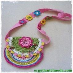 Ravelry: free Veselá háčkovaná kabelka pattern by LenkaH. Beau Crochet, Crochet Mignon, Crochet Girls, Love Crochet, Crochet For Kids, Purse Patterns Free, Crochet Purse Patterns, Free Pattern, Photo Pattern