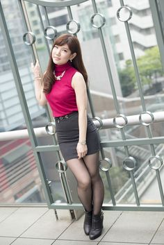 Beautiful Japanese Girl, Beautiful Young Lady, Beautiful Asian Women, Japanese Fashion, Asian Fashion, Girl Fashion, Pantyhose Outfits, Nylons, Cute Asian Girls
