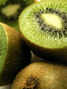 Kiwi Nutrition Facts & Health Benefits - Natural Respiratory Remedies