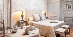 Provence stílusú hálószoba Fafödémes parasztház, hálószoba     Modern stílus a hálószobában     Francia vidéki stílusú hálószoba      Francia vidéki kastély