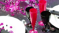 Évitez le verre brisé dans le gazon autour de la piscine, du spa, au camping et dans votre cour.  Pour un temps limité, 20% de réduction.  Profitez-en !  Verre monocoque en plastique de très belle qualité que vous pouvez laver et réutiliser.  Couleurs festives.   Quantité limitée.  Disponible en ligne et à notre boutique pignon sur rue. Red Wine, Promotion, Alcoholic Drinks, Spa, Camping, Boutique, Tableware, Glass, Budget