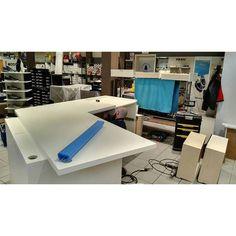 Work in progress. Avviato il montaggio del banco di un noto negozio piacentino! Indovinate quale?  #sumisuradesign #design #interiordesign #contract - http://ift.tt/1FeLg8p