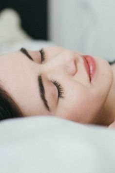 A Bedtime Meditation to Prepare for Sleep – Ease into deep rest and fall asleep in 10 minutes with this soothing guided meditation.