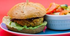Нахутени бургери с окара #chickpea #burger #vegan #veganrecipe #forkforkfork Vegan Dinners, Salmon Burgers, Hamburger, Nom Nom, Chicken, Ethnic Recipes, Food, Salmon Patties, Meal
