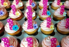 These cupcakes are really delicious and cute. Celebrate your little one's 1st birthday with 1st birthday cupcakes.