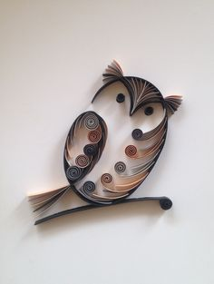Quilled Paper Art, Paper Wall Art, Quilling Paper Craft, 1st Anniversary Gifts, Paper Anniversary, Quilling Animals, Owl Quilts, Owl Bags, Paper Quilling Patterns