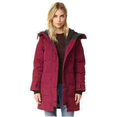 Canada Goose Shelburne Parka (2.825 BRL) ❤ liked on Polyvore featuring outerwear, coats, niagara grape, red coat, cold weather coats, fleece lined coat, quilted parka and cold weather parka