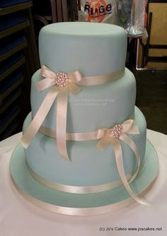 W083 - Pale Blue and Ivory 2 Brooch 3 Tier Wedding Cake | Flickr - Photo Sharing!