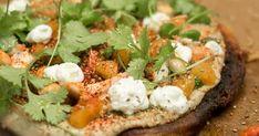 Socca med auberginecaviar, grön sås och getost Caprese Salad, Salmon Burgers, Scones, Avocado Toast, Baked Potato, Foodies, Vegetarian, Lunch, Vegetables