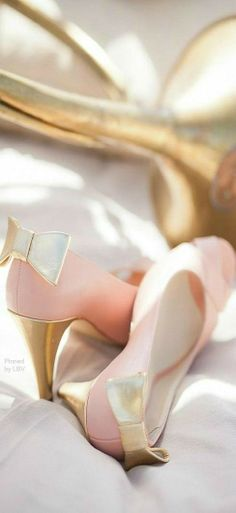 Wedding Bridal Shoes // ♔ Pink and Gold Bow Shoes Bridal Shoes, Wedding Shoes, Cute Shoes, Me Too Shoes, Pretty Shoes, Zapatos Shoes, Pink And Gold Wedding, Moda Chic, Bow Heels
