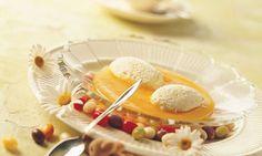 Quarkmousse-Eier auf Dörraprikosen-Sauce - Rezepte - Schweizer Milch Mousse, Panna Cotta, Fruit, Ethnic Recipes, Food, Milk, Schokolade, Swiss Guard, Egg