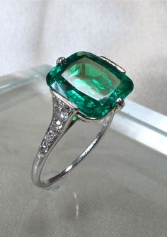 Jewelry Box Belle Epoque Emerald and Diamond Ring by Cartier Art Deco Jewelry, Jewelry Box, Jewelry Accessories, Fine Jewelry, Jewelry Design, Jewelry Rings, Antique Rings, Antique Jewelry, Vintage Jewelry