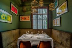 Lion Noir Restaurant and Bar in Amsterdam is a hip place to dine & drink. Lion Noir Restaurant offers French food in a stylish setting. Restaurant Offers, Amsterdam Shopping, Chef's Choice, Romantic Meals, Amsterdam Things To Do In, Cafe Design, Cool Bars, Meals For Two, Vacation