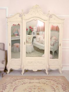Large Mirrored Wardrobe in Cream -
