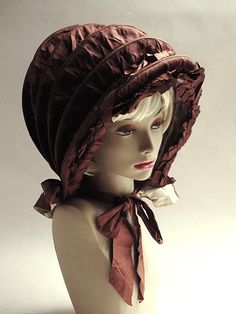"""Karasshu of silk taffeta in the early 19th century (Kareshu). Late 18th century, this hood folding to the origin of the covered wagon the """"hood"""" was designed to protect the hair style that is decorated in luxury fashion at that time"""
