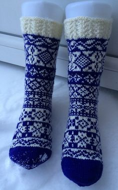 Ravelry: Project Gallery for Adventskalendermysteriesokk 2014 pattern by Lill C. Sock Knitting, Fair Isle Knitting, Knit Socks, My Socks, Boot Toppers, Warm Socks, Color Shapes, Boot Cuffs, Sock Shoes