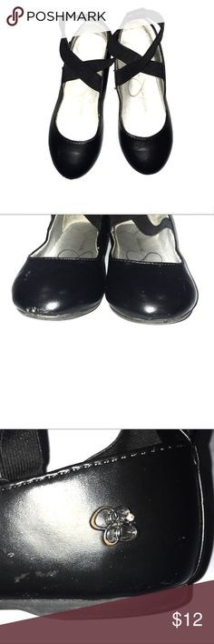 Jessica Simpson Size 1 Girls Shoes. Girls Jessica Simpson Size 1 Black Ballet style shoes. Slip on with elastic cross straps. One toe is a little scuffed other than that in good condition. Jessica Simpson Shoes