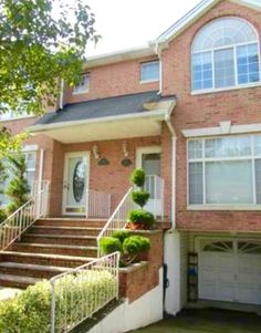 Michael Kustin sold 46 Sharrotts Road with RealEstateSINY.com! Read about this four day sale with this Woodrow home.