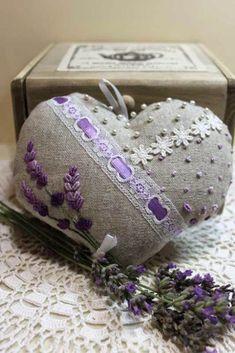 Afbeeldingsresultaat voor Lavanda by luli Lavender Crafts, Lavender Bags, Lavender Sachets, Valentine Crafts, Valentines, Sachet Bags, Lavender Cottage, Fabric Hearts, Malva