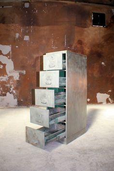 metallschr nke auf pinterest schlie f cher metallschr nke und retro industrial. Black Bedroom Furniture Sets. Home Design Ideas