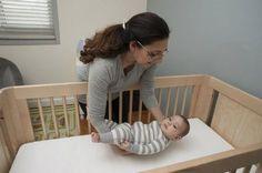 Il faut apprendre au bébé à s'endormir de lui-même, sans qu'il ait besoin chaque fois de la présence d'un de ses parents.
