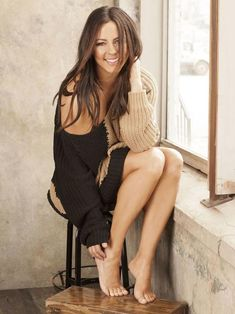 Sara Evans Has Gorgeous Legs in High Heels Gorgeous Feet, Beautiful Legs, Gorgeous Women, Sara Evans, Country Female Singers, Barefoot Girls, Going Barefoot, Female Feet, Hot Brunette