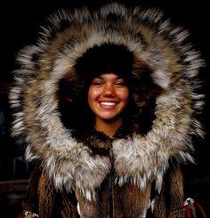 An Athabascan Indian girl models a beautiful fur parka at the Chena Indian Village, Fairbanks, Alaska | Flickr: Intercambio de fotos