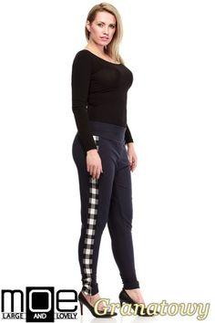 Modne, dresowe spodnie posiadające lampasy po bokach firmy MOE.  #cudmoda #moda #styl #ubrania #odzież #clothes #spodnie