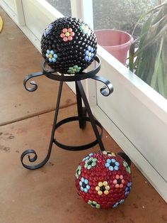 Daisy bowling ball yard art