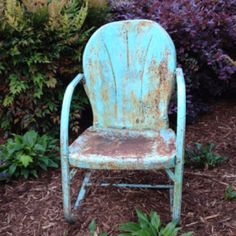 I'd give anything to have one of my grandmother's old metal chairs brings back a lot of good memories Vintage Metal Chairs, Metal Outdoor Chairs, Outdoor Furniture Chairs, Wooden Dining Room Chairs, Antique Metal, Rattan Chairs, Metal Garden Furniture, Lawn Furniture, Nursing Chair Uk