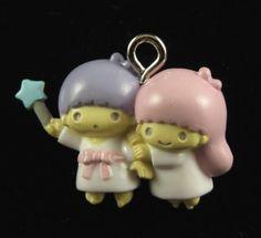 2 Mains TWIN STAR garçon tenue de la fille avec la conclusion de pendentif baguette en plastique de charme sur Etsy, $2.50
