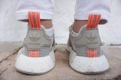 Weiße Jeans mit outfit, Kimono und Adidas NMD #freizeitlook #sommer #khaki #whitedenim #allwhite #adidas #nmd #style #inspiration