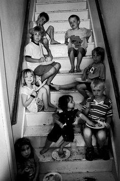 """La escalera. Cuando en el verano hacía demasiado calor en la calle, nuestras madres nos enviaban """"a jugar a la escalera"""" :-)"""
