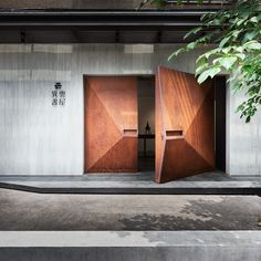 Geometrically Shaped Weathered Steel Doors Welcome Visitors To An Art Gallery In Taipei Photography by Hey Cheese Photography When interior design and architecture firm BASS Design were creating the Yiyun Art Gallery in nbsp hellip The Doors, Wood Doors, Windows And Doors, Slab Doors, Sliding Doors, Modern Entrance Door, Entrance Doors, Modern Barn Doors, Main Door Design